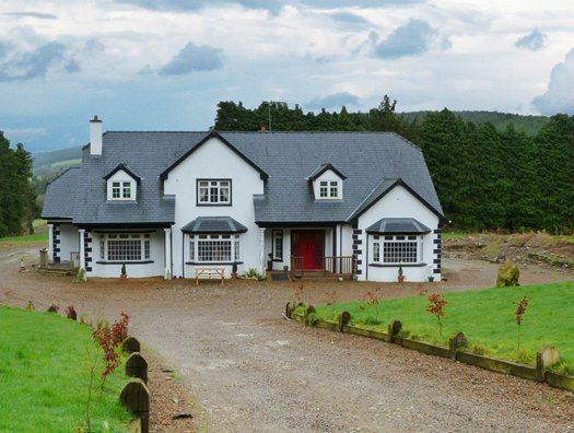 14556 is a large holiday cottage in Coolattin near Slaney Valley. 14556 sleeps 18 people