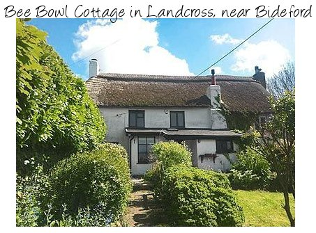 Bee Bowl Cottage is a traditional thatched cottage near Bideford in Devon