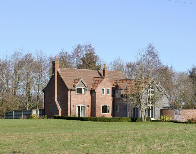 Burgess House in Caston, Attleborough - Norfolk - is a large holiday cottage sleeping 12 people
