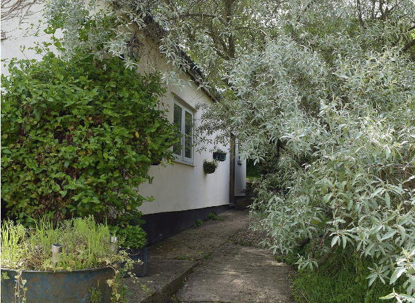 Butter Pen is a holiday cottage in Denton, near Bungay, on the Norfolk/Suffolk border. Butter Pen sleeps 4