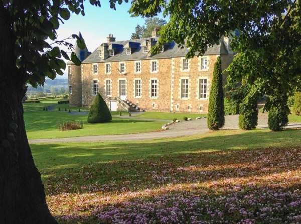 Chateau Quatre Saisons in Normandy sleeps 20 people. This large château is easily accessible from the UK