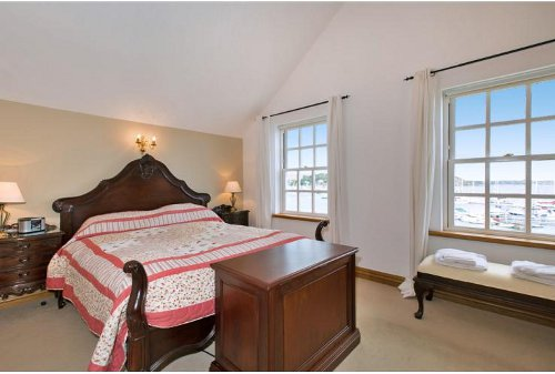 A bedroom at Cobesta House in Falmouth