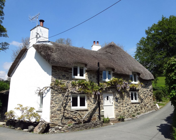 Cullaford Cottage in Scorriton, Devon, is a thatched holiday cottage sleeping 4 people