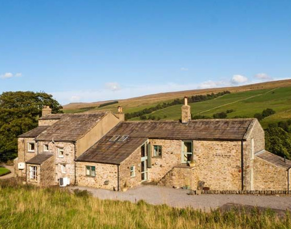 Deer Close West Farmhouse in Horsehouse, near Leyburn, sleeps 14 people