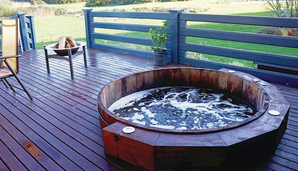 The outdoor hot tub at Fairway Lakes Lodges at Caldecott Hall Golf and Spa