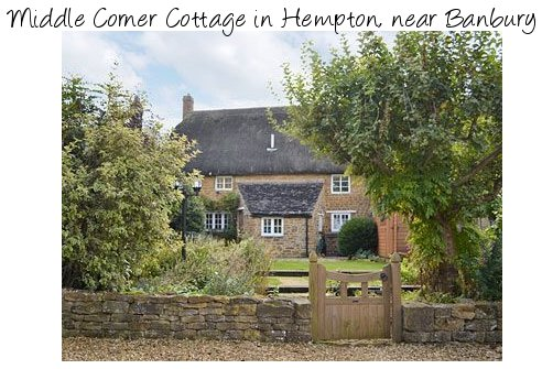 Middle Corner Cottage is an old thatched holiday cottage in rural Oxfordshire