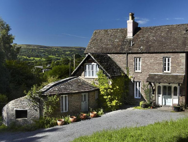 Old Vicarage in Crickhowell is a pet friendly cottage sleeping 14 people