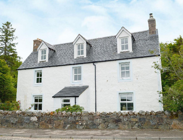 Seafield House in Lochinver is on the north west coast of Scotland. Seafield House sleeps 9 people