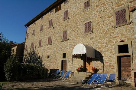 Teverina in Pergo, Tuscany, is a holiday villa sleeping 20 people in 10 bedrooms