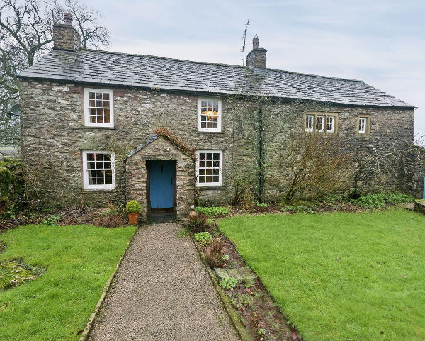 Townend Farm in Little Asby near Appleby-in-Westmorland is a 1600s Grade II cottage sleeping 6 people