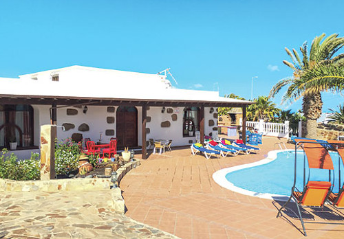 Villa Lidia in Macher, on Lanzarote, sleeps 14 people