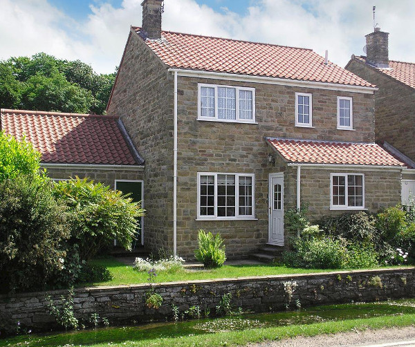 Waters Edge is a holiday cottage in the village of Thornton-le-Dale, a couple of miles from Pickering. Waters Edge sleep 5  people