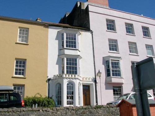 White House in Tenby is a Georgian house which sleeps 8 people